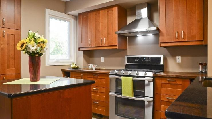 Warm and Inviting Upper Cabinets