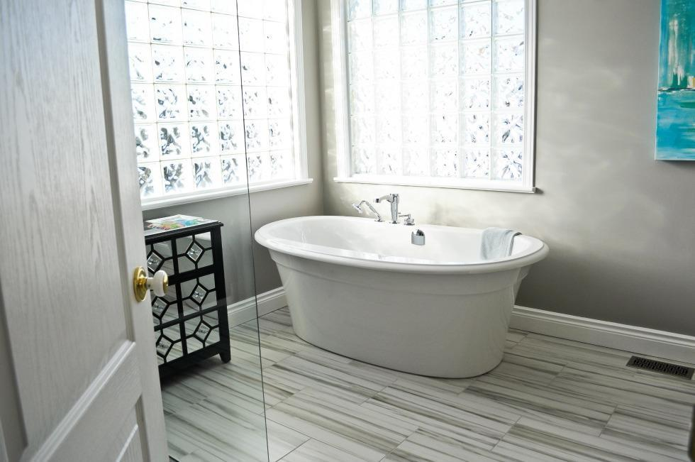 Aperture Bathroom Renovation Ottawa – freestanding tub