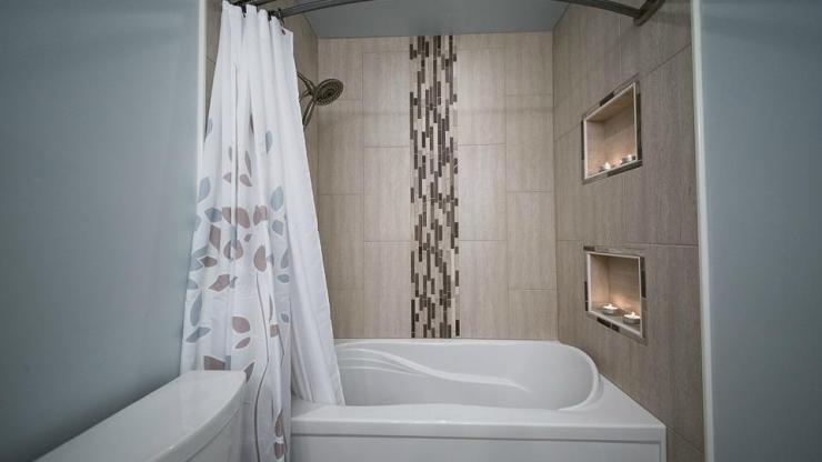 Cove Bathroom Renovation Ottawa – shower tile