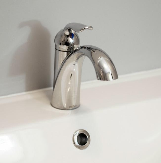 Modest Bathroom Renovation Ottawa – Sink Faucet