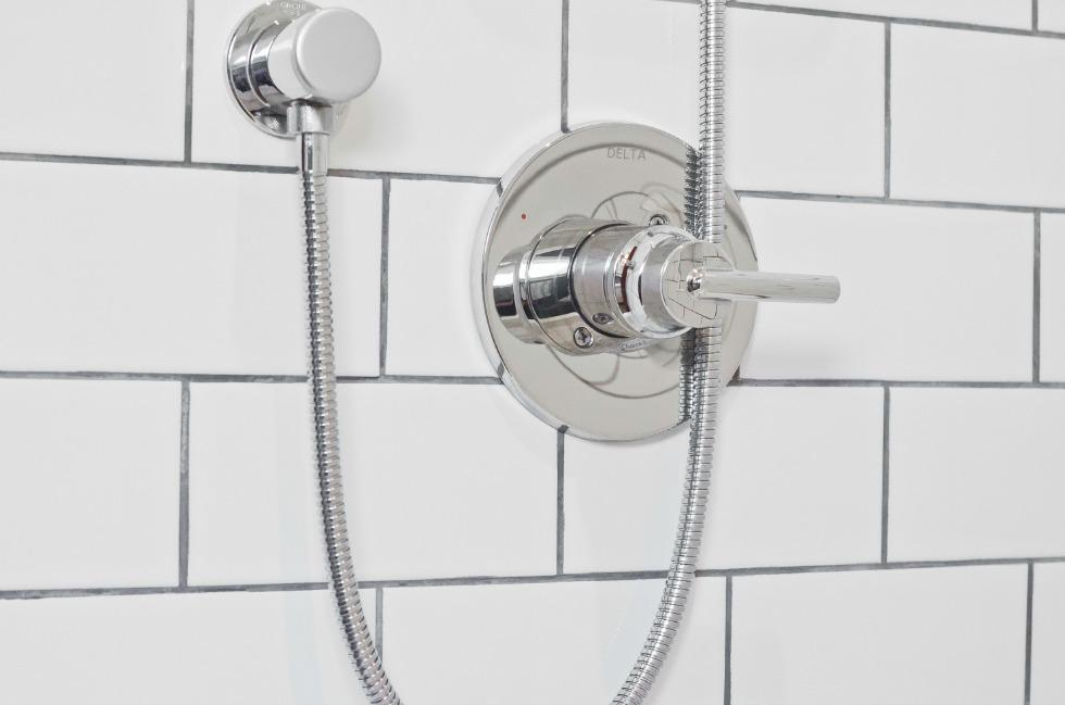 Simple and Clean Bathroom Renovation Ottawa – Shower Knob