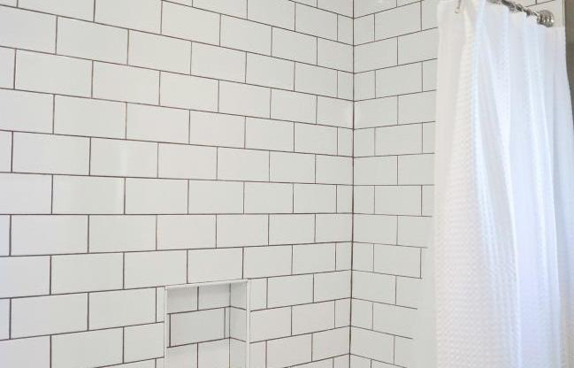 Simple and Clean Bathroom Renovation Ottawa – Shower Tile
