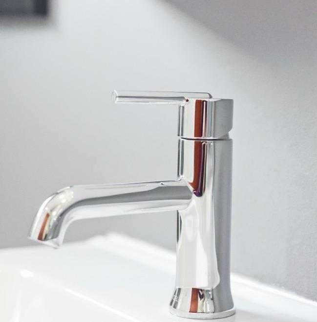 Simple and Clean Bathroom Renovation Ottawa – Faucet